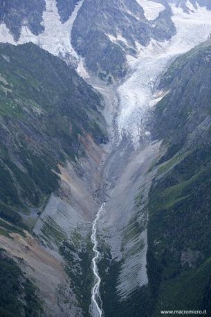 Il ghiacciaio Chalaati visto dall?elicottero. Si osserva con chiarezza, dalle morene laterali, la posizione che aveva il ghiacciaio durante la Piccola Età Glaciale (Fabiano Ventura)