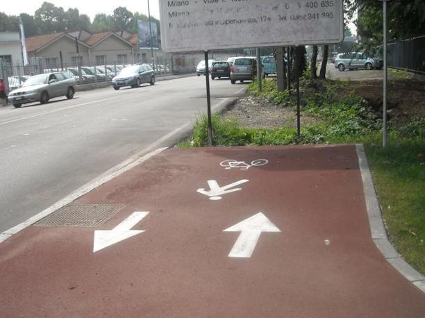 Baranzate, la pista finisce contro un cartello stradale (bicisnob.wordpress.com)