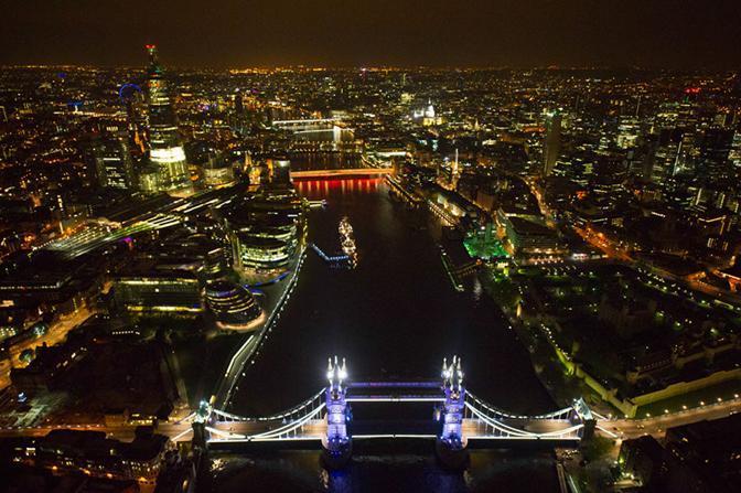 Il profondo restauro del ponte è stato completato in tempo per i Giochi Olimpici e le celebrazioni per il Giubileo della regina (da GE)