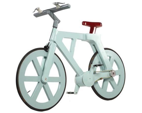 Pur essendo in cartone la bici può portare un guidatore che pesa fino a 220 chilogrammi (Foto Web)