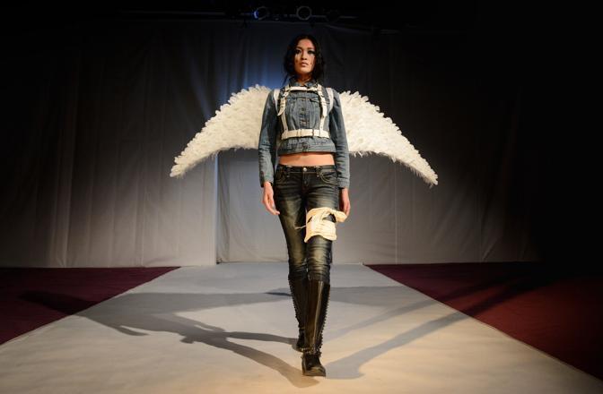«Zara, il più grande rivenditore al mondo di abbigliamento, deve adottare un piano per eliminare le sostanze tossiche», afferma Martin Hojsik, coordinatore della campagna Detox di Greenpeace (Afp)