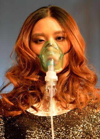 Greenpeace chiede ai marchi dell'abbigliamento di impegnarsi ad azzerare l'utilizzo di tutte le sostanze chimiche pericolose entro il 2020 (Afp/Ralston)