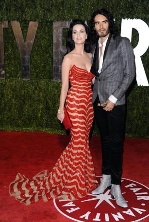 In tinta con il tappeto rosso Kate Perry qui con Russell Brand (Ap)