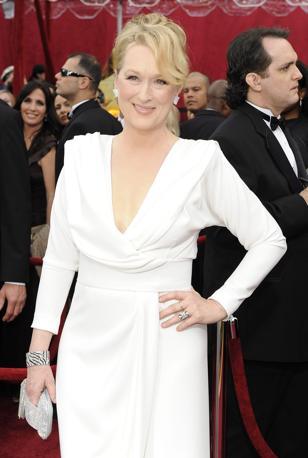 Bianco per la divina Meryl Streep: un'altra nomination come migliore attrice, un'altra volta a mani vuote. Ma lei resta l'Attrice per eccellenza e vince anche la gara del look (Epa)