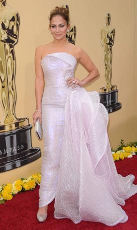 Jennifer Lopez in positivo: bianco sposa per la premiazione al Kodak Theatre (Lapresse)