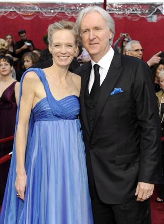 James Cameron e la moglie Suzy Amis (Ansa)