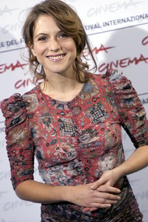 Palermitana, classe 1981, Isabella Ragonese («La nostra vita» e «Tutta la vita davanti»)  è stata scelta come madrina della 67esima edizione della Mostra del Cinema di Venezia (Eidon)