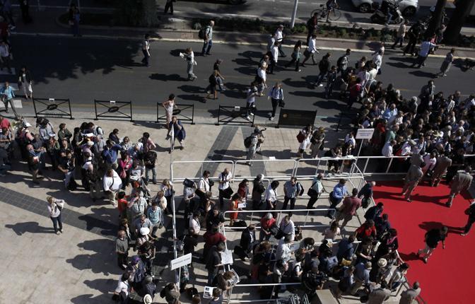 La folla per le prime proiezioni (Afp)