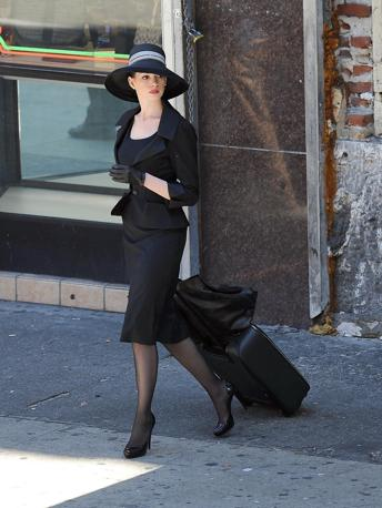 Anne Hathaway e Christian Bale a Los Angeles durante le riprese del nuovo film di Batman Dark knight rises di Christopher Nolan (Olycom)
