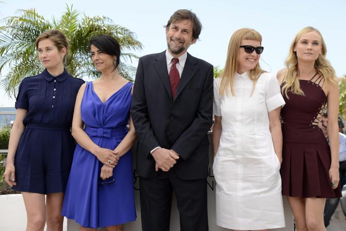 Nanni Moretti beato tra le donne: da sinistra  Emmanuelle Devos, Hiam Abbass,Andrea Arnold e Diane Kruger (Ansa)