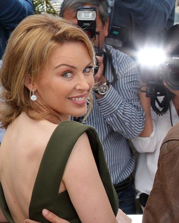 Ha suscitato applausi a scena aperta  la prima di «Holy Motors» a Cannes. Nel film del regista francese Leos Carax anche una canzone della pop star Kylie Minogue che debutta al cinema. È stata proprio lei la più fotografata sul red carpet (Afp/Venance)