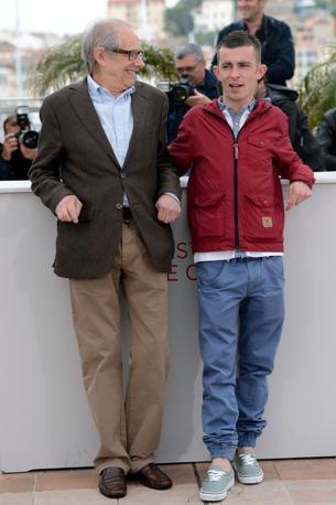 Ken Loach con l'attore Paul Brannigan, protagonista del film «Tha Angels Share» presentato a Cannes (Afp/Poujoulat)