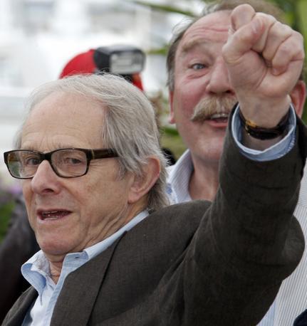 Un altro pugno chiuso del regista britannico Ken Loach che non ha mai nascosto di essere di sinistra (Reuters/Kessler)