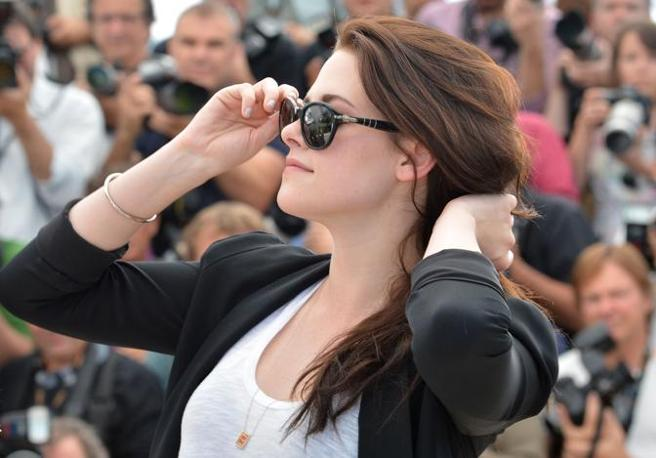 Kirsten Stewart a Cannes per presentare l&#39;atteso On the Road, adattamento del romanzo di Kerouac (Afp/Pizzoli)