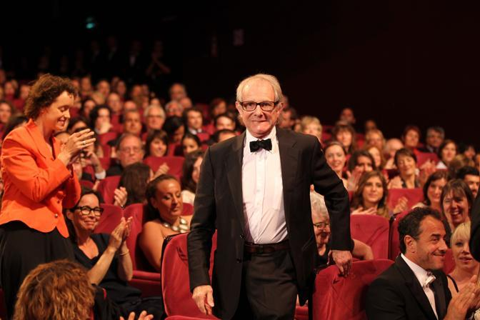 "Il regista inglese Ken Loach vincitore del premio della giuria alla 65esima edizione del festival di Cannes per il film ""The Angel&#39;s share"" (Afp)"