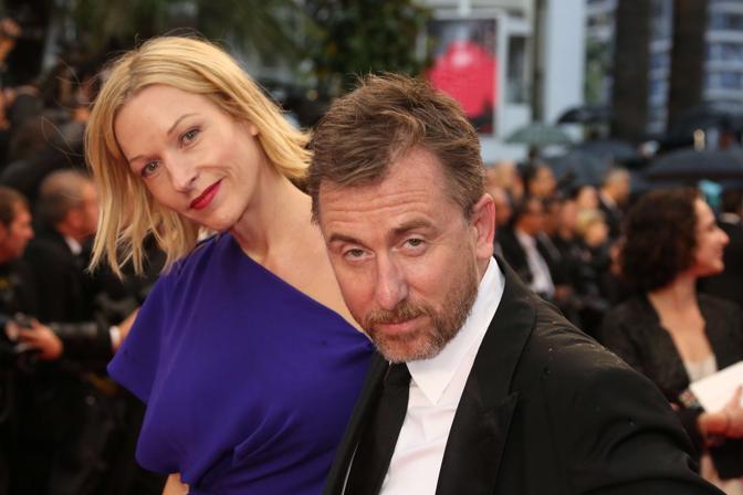 L'attore inglese Tim Roth con la moglie Nikki Butler (Afp)