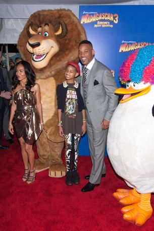 Will Smith con la moglie Jada Pinkett-Smith e il figlio Willow (Olycom)