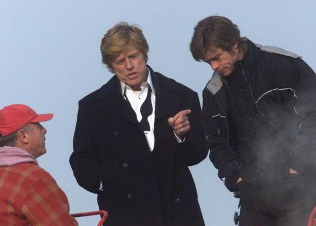 Tony Scott sul set di �Spy Game� con Robert Redford e Brad Pitt (Reuters)