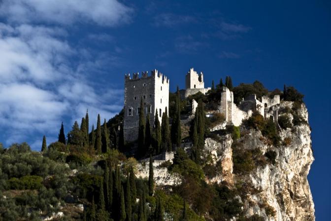 Castello di Arco (Trento). Fotografia di Fuffa (dal sito rete.comuni-italiani.it)