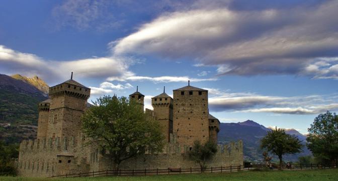 Castello di Fénis (Aosta). Fotografia di Rosario861 (dal sito rete.comuni-italiani.it)