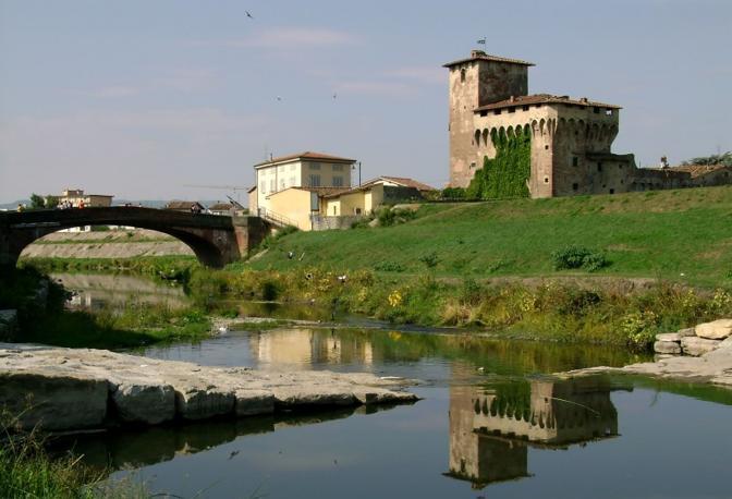 Campi Bisenzio (Firenze): la rocca vanitosa. Fotografia di Angel1967 (dal sito rete.comuni-italiani.it)