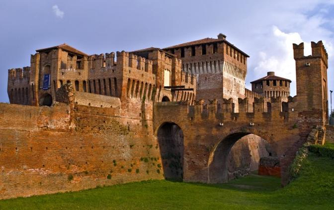 Castello di Soncino (Cremona). Fotografia di Virtualgibe (dal sito rete.comuni-italiani.it)