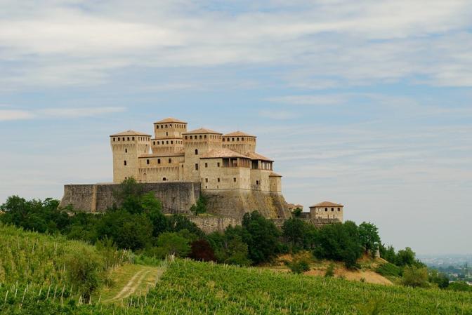 Langhirano (Parma): Torrechiara. Fotografia di Arzan (dal sito rete.comuni-italiani.it)