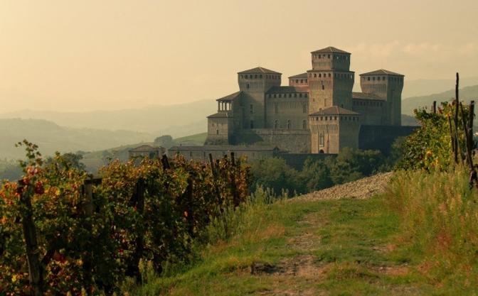 Castello di Langhirano (Parma). Fotografia di Guido Piano (dal sito rete.comuni-italiani.it)