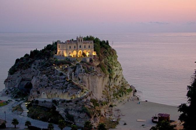 Tropea (Vibo Valentia). Fotografia di Macmamauri (dal sito rete.comuni-italiani.it)