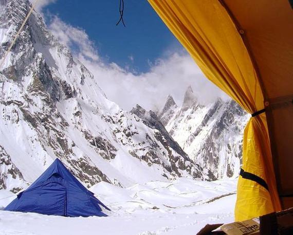 L'accampamento della spedizione K2 2004 (Ansa)
