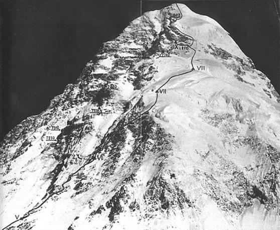 L'itinerario seguito nel 1954 per raggiungere la vetta (Ansa)