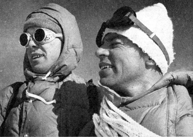 Lino Lacedelli e Achille Compagnoni in allenamento sul ghiacciaio del Breithorn in preparazione alla spedizione sul K2