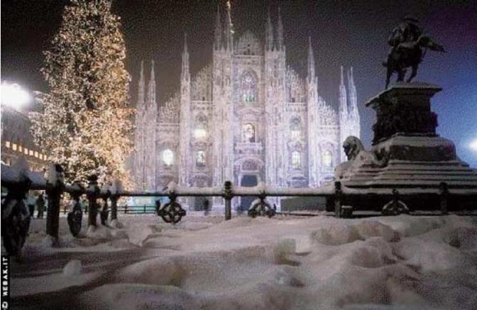3° classificata. Il luogo simbolo dei milanesi: piazza del Duomo. Di una bellezza da lasciare senza fiato quando è coperta del bianco manto. Un momento colto dall'obiettivo di Alessio Mesiano