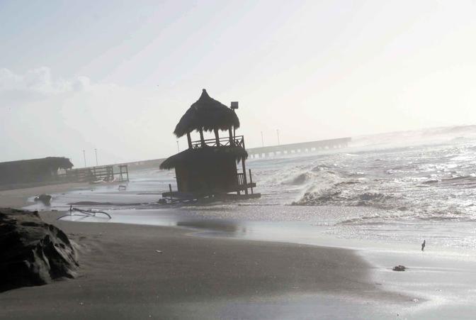 Stabilimenti danneggiati a Ostia a causa delle mareggiate (Faraglia)