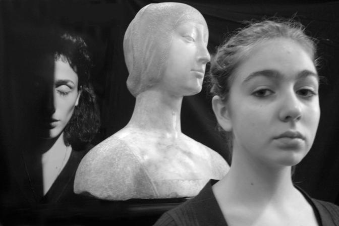 Palermo, ore 19.02 - Eleonora d?Aragona tra Rosaria e Marta al museo Abatellis - Foto di Letizia Battaglia