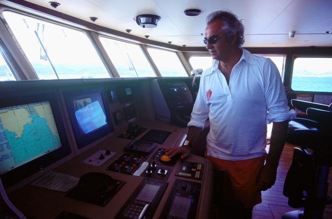 Flavio Briatore all'interno dello yacht (Fumagalli)