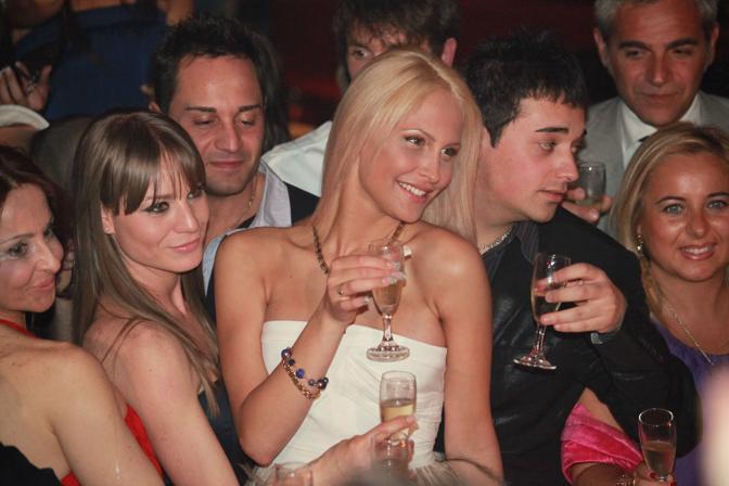 Circondata dai suoi amici (Faravelli)