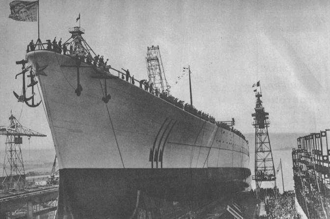9 giugno 1940: varo di una nave da battaglia a Roma, gemella della Littorio, della Vittorio Veneto e della Impero. Queste unità erano considerate tra le più potenti del mondo
