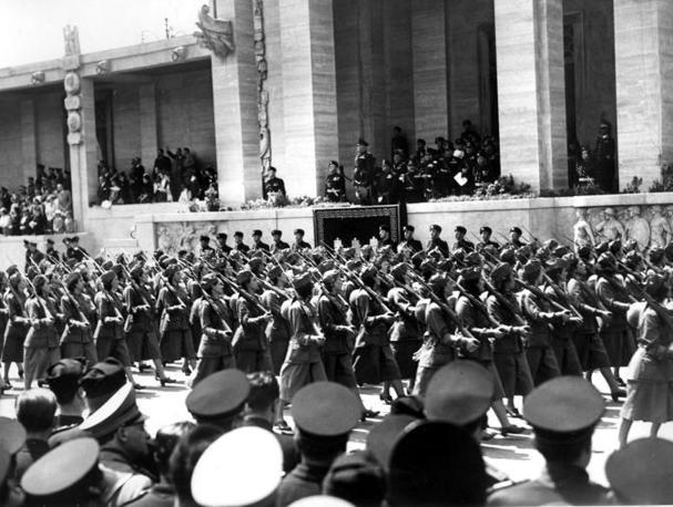 Roma, 1939: grande adunata femminile