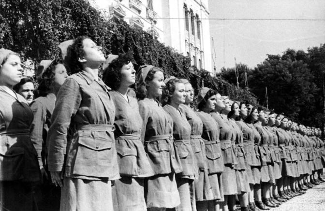 Un gruppo di donne fasciste