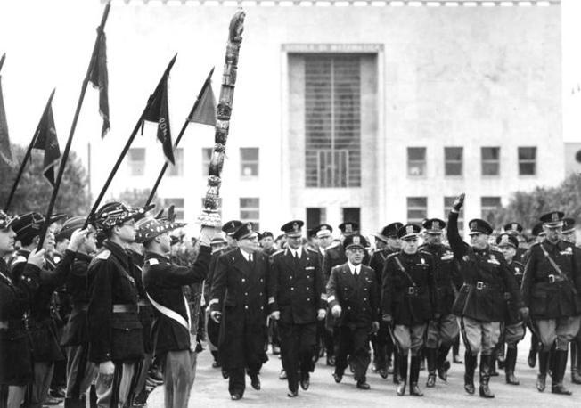 Roma, 1940: il Duce in visita all'Istituto universitario di alta matematica