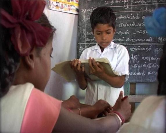 Bambini studiano in una delle Case del Sorriso di Cesvi in India, Tamil Nadu dove centinaia di bambini possono trovare un luogo dove viene assicurato loro il diritto al gioco e allo studio(Cristina Francesconi/Cesvi)