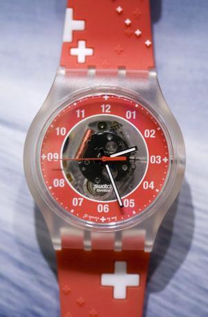 """Uno Swatch molto """"svizzero"""" (Epa)"""