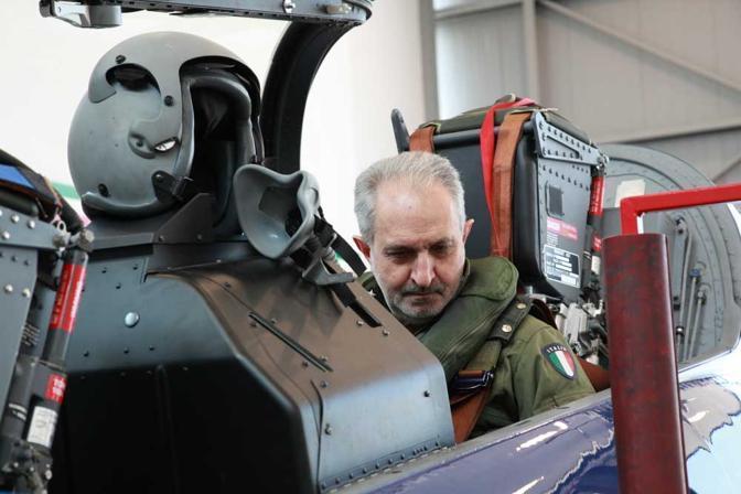 Il giornalista del Corriere Giovanni Caprara a bordo di uno dei jet (Biancamaria Monticelli)