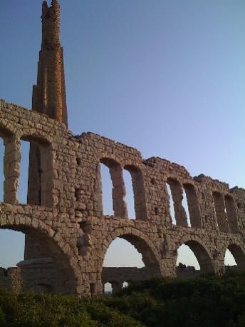 Sanpieri, Sicilia. Luogo suggestivo con mare cristallino completamente abbandonato (Segnalazione firmata)