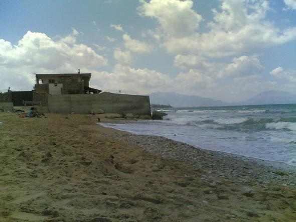 Golfo di Castellamare, Sicilia, provincia di Trapani. Ma che bella spiaggia, quasi quasi mi faccio la villa...  (Segnalazione firmata)