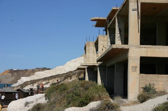 La costruzione abusiva a Scalinata dei Turchi, Agrigento