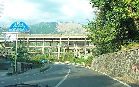 L'ecomostro davanti alla spiaggia di Sapri, Salerno