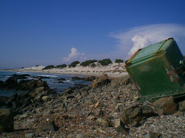 Porto Pino, Sardegna. Come la spiaggia sia stata rovinata è abbastanza evidente. L'assurdo è che lo scempio è in zona militare (Segnalazione firmata)