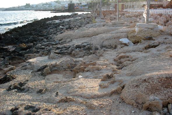 Lavori in corso sul litorale nei pressi di Santa Maria di Leuca, Puglia (Segnalazione firmata)
